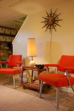 Mid-century/mod interior design.leuke stoelen