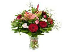 Vol lang boeket rood-roze  Mooi lang boeket van diverse rode en roze bloemen.verkrijgbaar bij www.bloemenweelde-amsterdam.nl