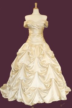 Beauty dress in gold or yellow :D Grecian style wedding dresses..looks like Bells dress from beauty and the beast.