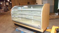 """Comercial 79 """"Columbus"""" Lighted European Style Refrigerated Bakery Display Case 