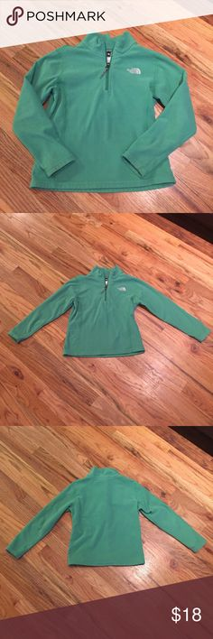 The North Face 1/4 zip fleece - girl's small Girls small The North Face 1/4 zip fleece. 100% polyester. Smoke free home. Slight signs of wear on cuffs. I do my best to find and disclose any damage, but please note this is a preloved item. 💕 The North Face Jackets & Coats