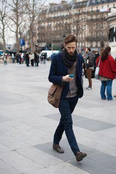 2015-11-16のファッションスナップ。着用アイテム・キーワードはカーディガン, ジャケット, チェックジャケット, チャッカブーツ, テーラード ジャケット, バッグ, ブーツ, 黒パンツ,etc. 理想の着こなし・コーディネートがきっとここに。| No:113280
