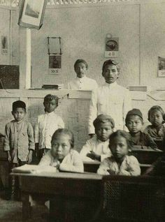 86 Amazing old photos of Indonesian people Old Photos, Vintage Photos, Vintage Stuff, Pilot, Unity In Diversity, Dutch East Indies, Dutch Colonial, Big Country, D 20