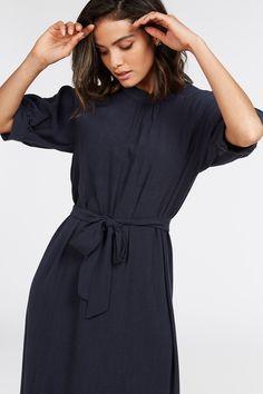 Material: 60% Tencel, 40% Viscose Work Wear, Dresses For Work, Fashion, Outfit Work, Moda, Fashion Styles, Work Attire, Fashion Illustrations, Work Wardrobe