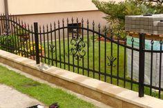 Driveway Entrance Landscaping, Mason Work, Ex Hacienda, Compound Wall, Front Gate Design, Brick Fence, Steel Fence, Front Gates, Grill Design