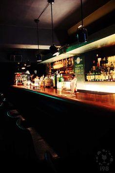 MOD, Lounge Bar in Taipei.   吧枱前座位,聽酒保師說故事的好所在  【i98愛酒吧】提醒您 酒後不開車 安全有保障