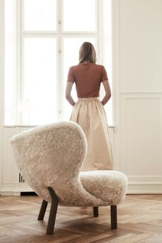 Soft and cozy sheepskin lounge chair Little Petra by &Tradition / modern design furniture / modern home decor idea / livingroom decor / afflink Contemporary Home Decor, Modern Interior, Petra, Joko, Design Furniture, Lounge, Cozy House, Decoration, Beautiful Homes