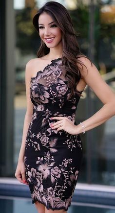 In this video, we will show you the latest trendy women's cocktail dresses. The cocktail dress is one of the most comfortable outfits for women. Elegant Outfit, Elegant Dresses, Pretty Dresses, Beautiful Dresses, Mode Outfits, Chic Outfits, Dress Outfits, Fashion Dresses, Short Dresses