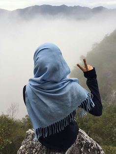 All religions are considered a way of life, including religion Islam. We all know that Muslims are the believers of Islam. It is beautiful of living because it teaches the right things to believers. Beautiful Muslim Women, Beautiful Hijab, Stylish Hijab, Hijab Chic, Hijab Dpz, Islamic Girl, Hijabi Girl, Muslim Hijab, Stylish Girl Pic