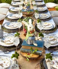 Elegant Easter tablescapes is the only way people are going to remember your Easter party. Check out best Easter Table decorations ideas and inspo here. Easter Dinner, Easter Brunch, Easter Party, Easter Gift, Hoppy Easter, Easter Table Settings, Easter Table Decorations, Easter Decor, Easter Centerpiece