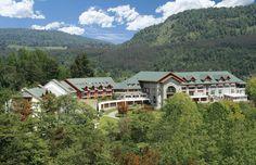 HotelTermas de Puyehue. Las Termas de Puyehue son unas fuentes termales ubicadas en Chile, en la región de los Lagos, a 76 km al oriente de la ciudad de Osorno por la Ruta CH-215