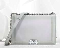Chanel boy flap bag in iridescent patent calfskin with chain and shoulder strap (Spring-Summer Chanel Purse, Chanel Handbags, Chanel Boy Bag, Coco Chanel, Discount Designer Handbags, Chanel Spring, Little Bag, Luxury Gifts, Luxury Jewelry