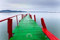 El Puntal, embarcadero de madera, al fondo Marina de Cudeyo, Cantabria