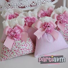 first birthday favors Diy Craft Projects, Diy And Crafts, Sewing Projects, Projects To Try, Lavender Bags, Lavender Sachets, Baby Shawer, Gift Bags, Favor Bags