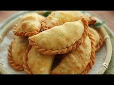 Chicken Curry Puff – The MeatMen – Your Local Cooking Channel Curry Puff Recipe, Kari Ayam, Chicken Puffs, Best Bread Recipe, Asian Snacks, Malaysian Food, Malaysian Curry, Tea Time Snacks, Singapore Food
