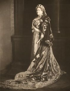 Archduchess Isabelle of Austria (Teschen), 1916 Coronation of the Emperor Karl as King of Hungary