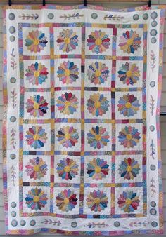 """Traditional Quilt - Dresden Plate Quilt Pattern - 80""""x110"""" Queen - Pastel pink, yellow, blue and green on White background."""