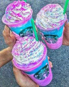 Best Unicorn Drinks From Around The World Unicorn Frappuccino – Starbucks Café Starbucks, Starbucks Frappuccino, Bebidas Do Starbucks, Starbucks Secret Menu Drinks, Unicorn Drink Starbucks, Milk Shakes, Menu Secreto Starbucks, Fun Drinks, Yummy Drinks
