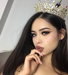 WEBSTA @ hayley_bui - When somebody ask me 'who do you think you are' Brows Dipbrow Pomade 'Ebony'Lashes Contacts Lipstick 'pecan' Beauty Make-up, Hair Beauty, Instagram Cara, Instagram Life, Girls Tumblrs, Estilo Jenner, Bridal Crown, Bad Girl Aesthetic, Tiaras And Crowns