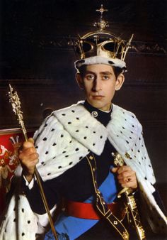 Prince Charles in state, the present Prince of Wales. A photo shortly after his investiture in The coronet has not been worn since. Princesa Real, Princesa Diana, Lady Diana Spencer, Prince Charles And Camilla, Prince William, Duchess Of Cornwall, Duchess Of Cambridge, British Crown Jewels, Royal Jewels