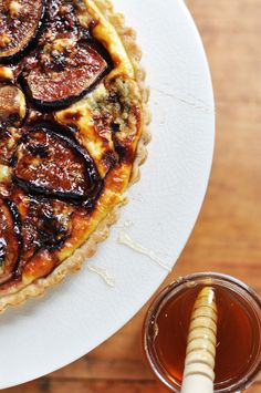 fig and blue cheese tart with honey