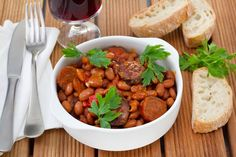 Chili and MO wine pairings Wine Recipes, Great Recipes, Favorite Recipes, Dinner This Week, Sweet Wine, Wine Pairings, Food Items, Chana Masala, Chili
