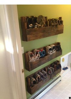 16 Easy DIY Pallet Furniture Ideas to Make Your Home Look Creative www.onechitec… 16 Easy DIY Pallet Furniture Ideas to Make Your Home Look Creative www. Dyi Shoe Rack, Diy Shoe Storage, Pallet Storage, Bedroom Storage, Shoe Storage Ideas For Small Spaces, Wall Shoe Rack, Shoe Rack Pallet, Cheap Storage, Outdoor Shoe Storage