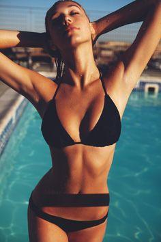 alexis ren x:) Alexis Ren, Belle Lingerie, Hot Girls, Pretty Redhead, Gorgeous Women, Beautiful, Famous Girls, Summer Bikinis, Beach Wear
