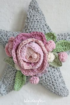 Häkelstern mit Rosen * crochet star with roses https://seidenfein.blogspot.de/2017/12/3-zauberhafter-rosen-stern-crochet-rose.html?showComment=1512414718031#c4126592660017459407