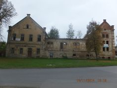 Hay el pub Hostinec u Hraběcích. Es muy viejo y feo.