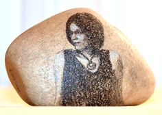 Ein-Stein für Michaela Fries, die Gründerin der Selbsthilfegruppe MS-Young Krems, . ;) Michaela, Fries, Stone, Portrait, Art, Painting On Stones, Art Background, Rock, Men Portrait