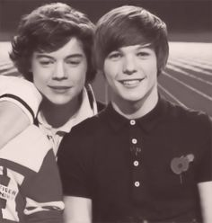 do you ever just...? (gif)<<< I think this X Factor Louis is my fav Louis-- WHAT A TWINK<< see kids, this was bottom louis and top harry. :,) time flies