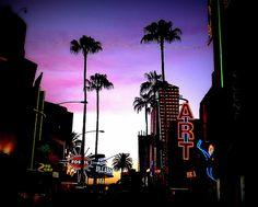 Universal City Walk es un centro comercial aire libre que tiene muchas tiendas y restaurantes. Muchas películas famosas hicieron aquí. Muchos adolescentes pasan el tiempo en Universal City Walk y van al cine que está allí. También, hay una tienda de helado vegano. Me gusta ir con mis amigos y jugar en el sala de juegos.