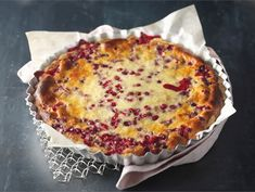 lingonberry pie with cardamom Finnish Recipes, Sweet Pie, Sweet Recipes, Macaroni And Cheese, Sweet Treats, Food And Drink, Cooking Recipes, Sweets, Finland