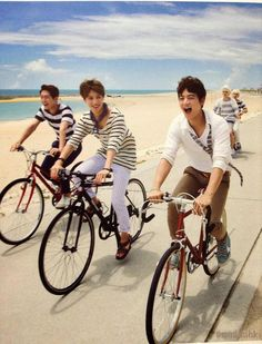 I'm just laughing at Key and Jonghyun.... XD
