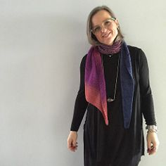 Dolce Speciale Natale by Emma Fassio -An elegant and simple shawl that can be worn as a scarf.