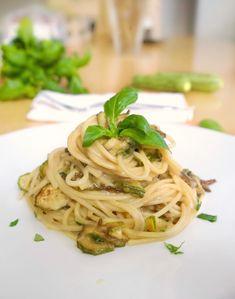 σπαγγέτι με κολοκυθάκια και κρεμώδη σάλτσα τυριών Spaghetti, Pasta, Ethnic Recipes, Food, Essen, Meals, Yemek, Noodle, Eten