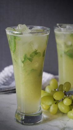 Green grapes virgin mojito (Amazing Refreshing drink for this hot summer. It is awesome. This sweet, tangy and chilled drink just dance in your mouth. Grape Drinks Recipes, Drinks Alcohol Recipes, Yummy Drinks, Alcoholic Drinks, Beverages, Juice Recipes, Mango Drinks, Cocktail Drinks, Cold Drinks