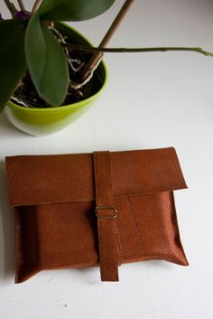 Obwoluta/ okładka na książkę. Wykonana z cienkiej, mocnej skóry w kolorze rdzawym/ rudym. #accessories #LeatherAccessories #suede #leatherbookcover #leatherbook #ginger #christmas_gifts #handcrafted #handcrafted_goodness