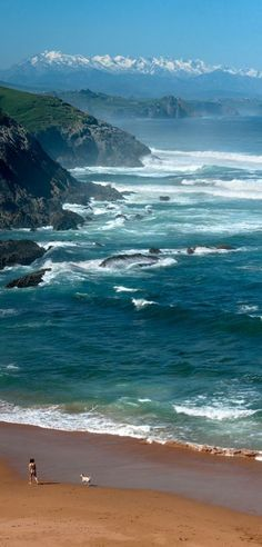 The Bay of Biscay and Cantabrian Mountains in Cantabria, northern Spain • photo: Latierruca on Twicsy