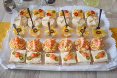 canapes aperitivos Party Canapes, Snacks Für Party, Easy Snacks, Caldo Recipe, Appetizer Recipes, Appetizers, Party Sandwiches, Sugar Cookies Recipe, Summer Recipes