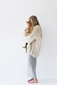 Sweater Weather - 12 Best Chunky Knit Sweater Patterns Find the 12 best warm, gorgeous chunky knit sweater patterns you just have to have. Knit them up in a weekend and snuggle in them all winter! Oversized Knit Cardigan, Knit Cardigan Pattern, Sweater Knitting Patterns, Knitting Sweaters, Knit Patterns, Big Sweater, Chunky Knit Sweaters, Women's Sweaters, Knit Cowl