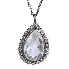 Klassisk elegant halskæde med dråbeformet hvid topasædelsten omkranset af små hvide topas ædelsten. 1899 kr.