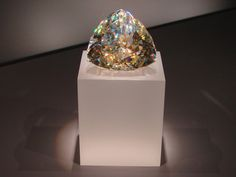 Light of the Desert, the world's largest faceted Cerussite gem / Royal Ontario Museum