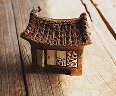 귀염둥이 한옥만 만들다가 큰한옥 만들면 신납니다.~~^^ 이 집을 잘 설명하기 위해 더욱 문양에 신경을 쓰... Clay Houses, Mini Houses, Ceramic Houses, Miniature Houses, Pottery Houses, House Numbers, Ceramic Art, Castle, Arts And Crafts