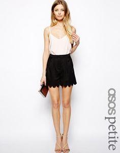 Bild 1 von ASOS PETITE – Shorts mit bogenförmigem Saum