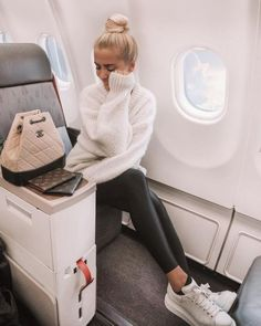 12 Cute Airport Outfits You&;ll Need For Your Spring Break Travels &; 12 Cute Airport Outfits You&;ll Need For Your Spring Break Travels &; Clipa │Must Have Fashion Accessory theclipa Travel […] outfits comfy sweaters Comfy Airport Outfit, Airport Travel Outfits, Travel Outfit Spring, Comfy Travel Outfit, Traveling Outfits, College Outfits, Summer Airport Outfit, Airport Fashion, Airport Clothes