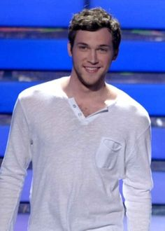 phillip phillips, what a babe with an amazing voice! I would have watched American Idol, had i known this hottie was on it!