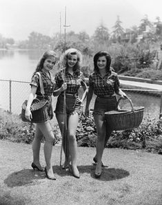 Petticoat Junction Linda Henning, Jeannine Riley & Pat Woodell, fishing in high heels… Don't you just love Hollywood Petticoat Junction, Show Photos, Old Photos, Vintage Photos, Fishing Girls, Gone Fishing, Lori Saunders, Vintage Fishing, Classic Tv
