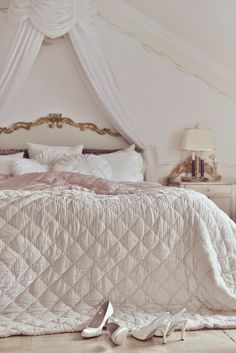 27 Best Ideas For Bedroom Shabby Chic Girls Girly Pretty Bedroom, Dream Bedroom, Home Bedroom, Bedroom Decor, Royal Bedroom, Bedroom Girls, Shabby Chic Bedrooms, Shabby Chic Furniture, Romantic Bedrooms